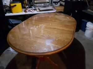 Oak table with two leaves
