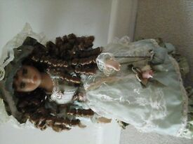 PORCELAIN DOLL VANITY FAIR