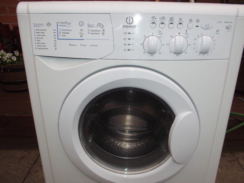 Indesit 6kg washer dryer ( ALL IN ONE ) in good clean working order comes with 3 months warranty