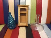 2x vase and little wardrobe