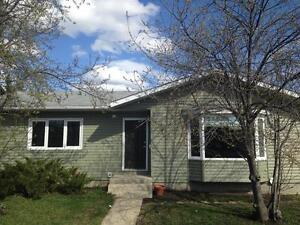 6309 94 Street 3 Bed 2 Bath House in Country Club