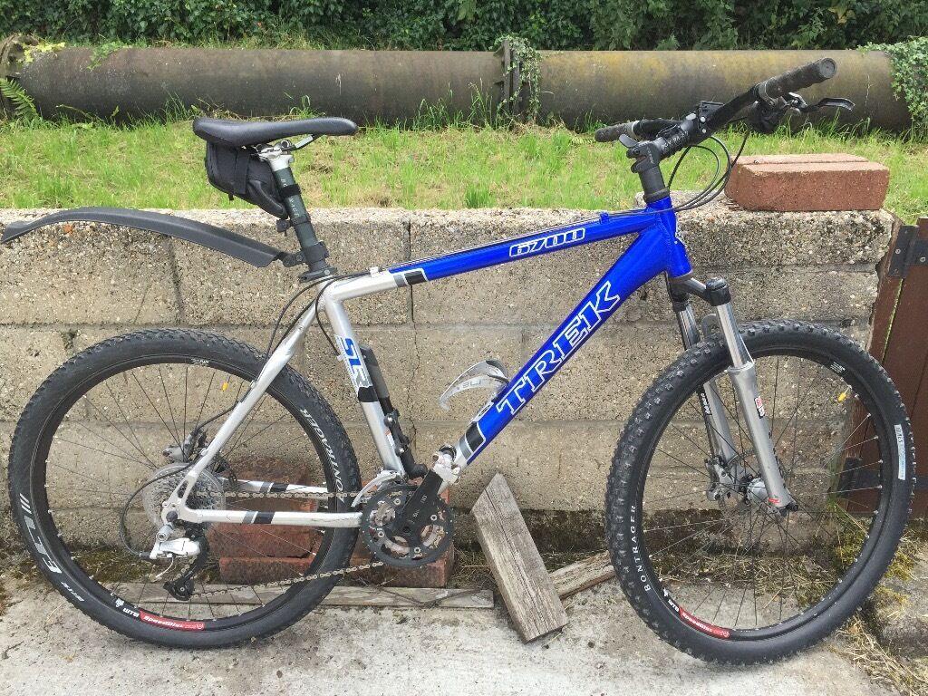 Trek 6700 hardtail mountain bike with shimano deore xt group set disc brakes