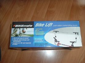 Bike lift for hanging bike up in garage or shed