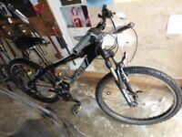 SHOGUN GATECRASHER 2,,mountain bike in very good condition puncture resistant tyres