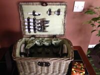 Deluxe Picnic basket for four