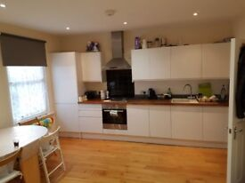 Luxurious 3 Double bedroom aprtment in a quiet road, suitable for 3 profession couples