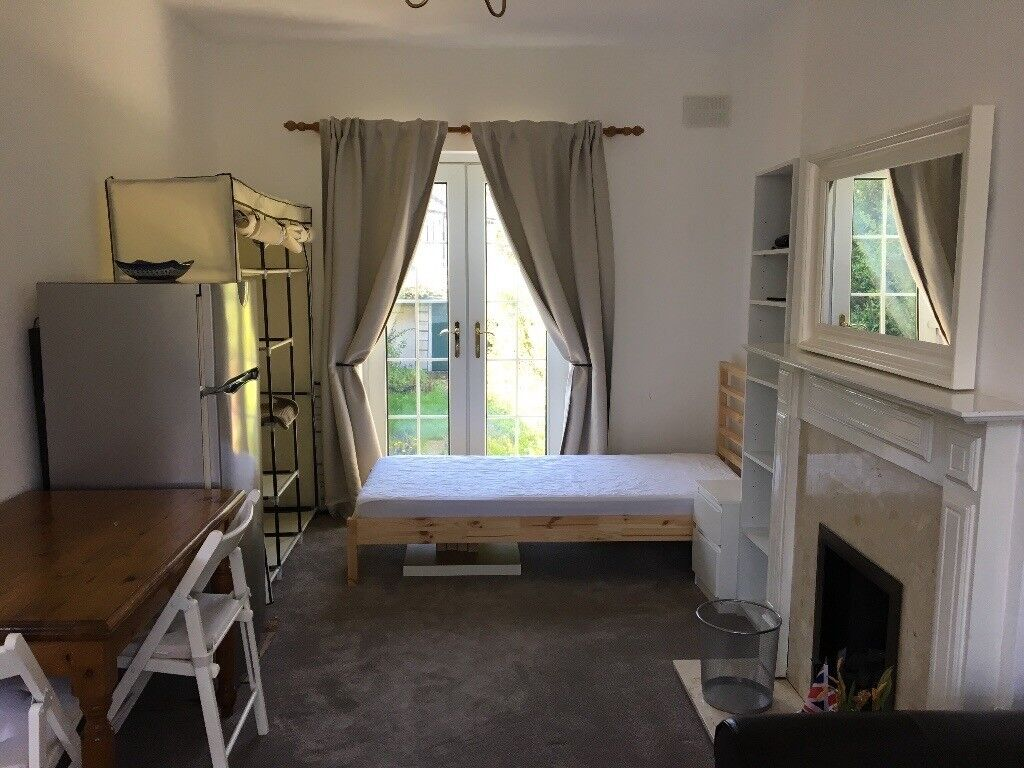 A large double bedroom to rent