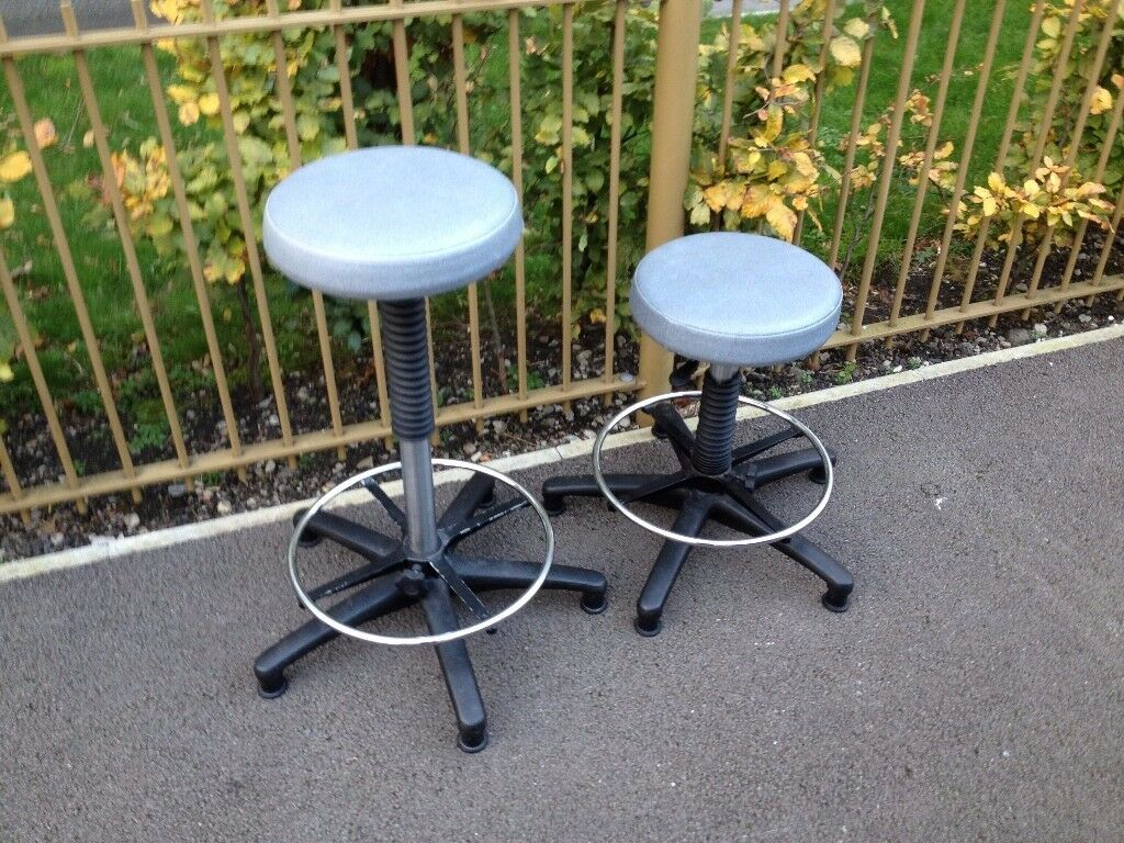 stool only £10 came from a lab goes up and down ok £10 can deliver free