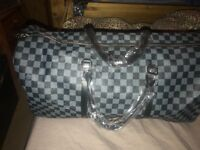 Lv large holdal bag NEW with tags & dust bag