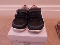 Boys Clarks first shoes size 6 1/2 G -in excellent condition