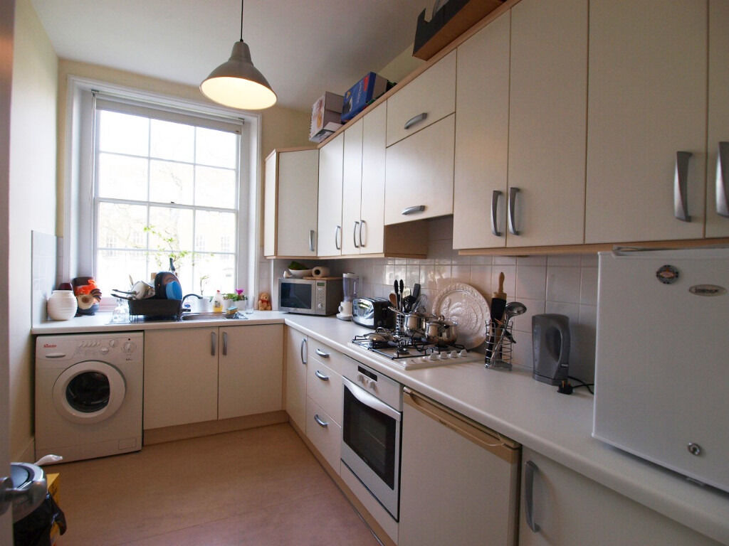 A recently refurbished 1 double bedroom flat in a period conversion in the heart of Highbury