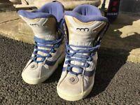 Ladies Snowboard Boots - Flow UK6