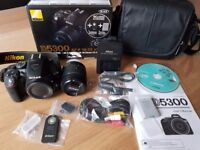 NIKON D5300 Camera Kit - As New, Excellent Condition! With Free sandstrom camera bag