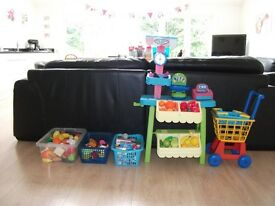 LITTLE TIKES FRUIT AND VEG SHOP WITH LOTS OF ACCESSORIES