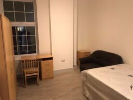 -STUNNING DOUBLE ROOM AVAILABLE NOW IN GOLDERS GREEN !-