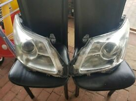 Headlights for Toyota avensis 2011