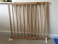 Multidan extending wooden stairgate
