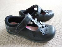 Girls school shoes size 12/31