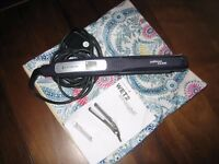 Hair Straighteners Remington Wet 2 Dry Hardly used plus carry bag