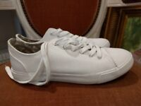 Brand new and unworn white canvas trainers from Next size 7