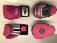 Boxing gloves and boxing pads, used only once, Boxing gear, almost new, pink colour