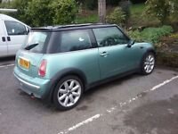 MINI COOPER , PANORAMIC SUN ROOF HALF LEATHER.85,000 MILES.NEEDS WORK FOR MOT. TOO MANY PROJECTS !