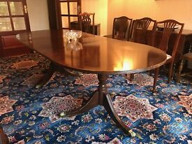 Mahogany dining table. Extendable. Seats 8-10 persons. Great condition.