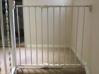 Lindam Baby Gate wall fixed in good condition
