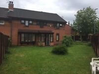 Modern 5-6 bedroom house with drive & large gardens, ideal for families & professionals sharers.