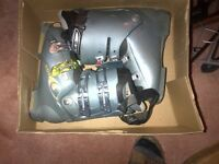 gray Salomon X-wave 7.0 ski boots size 25