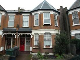 3 bedroom flat in Sedgemere Avenue, East Finchley, N2