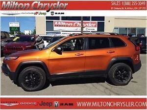 2016 Jeep Cherokee Trailhawk 4X4 Leather 8.4