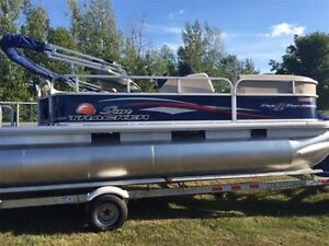 2016 sun tracker Party Barge 18