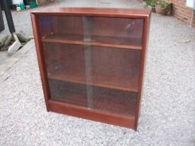 LOVELY GIBBS VINTAGE SOLID WOODEN BOOKCASE WITH GLASS SLIDING DRAWERS