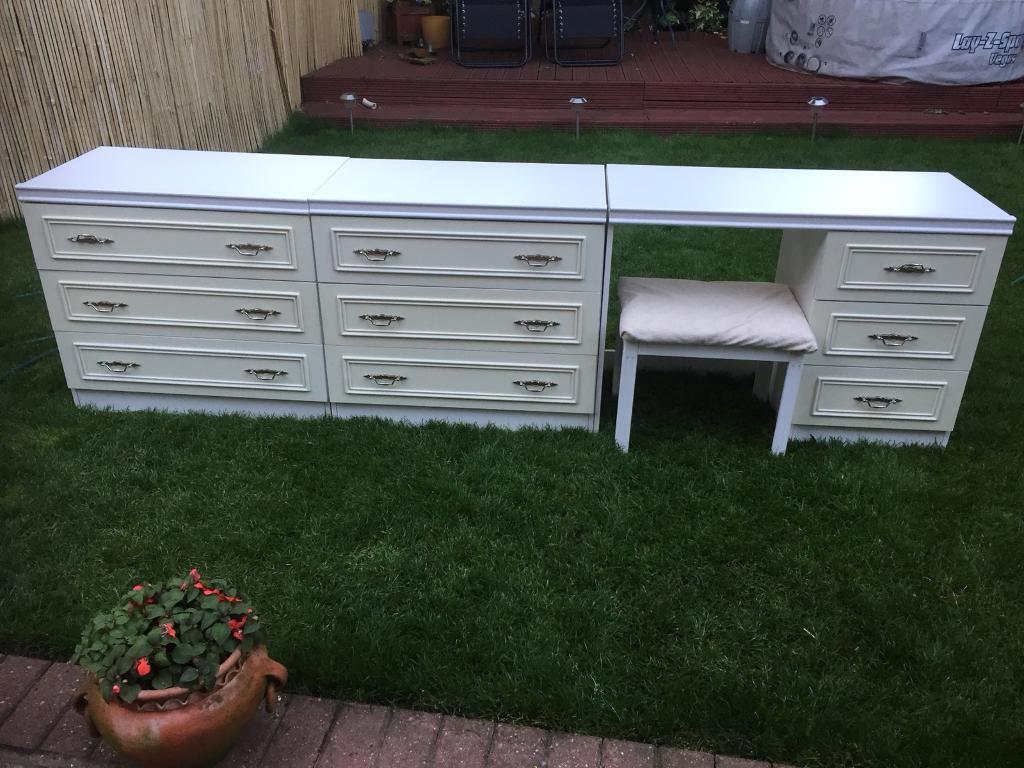 White bedroom drawer set