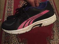 Ladies trainers size 6