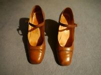 Italian tan leather heeled shoes by Boschi. Size 5.