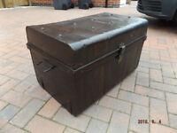Metal storage trunk/Antique