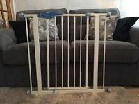 Lindam stair gate baby gate excellent condition