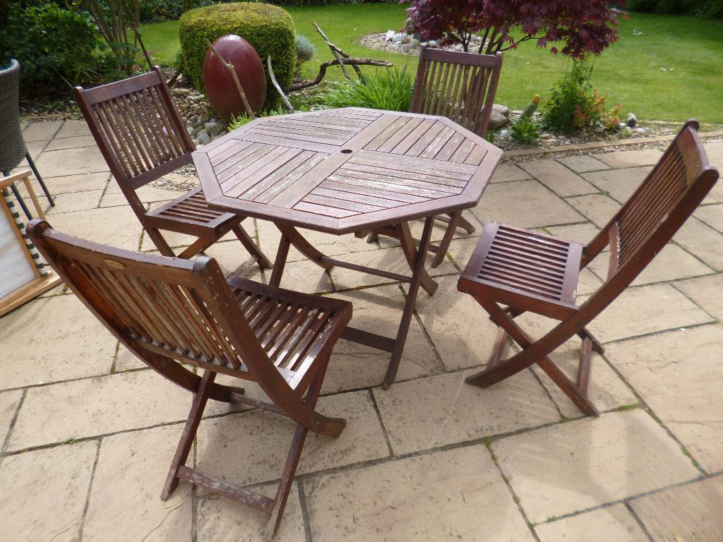 Wooden garden table 4 chairs from debenhams garden for Outdoor furniture gumtree