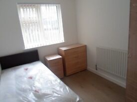 LARGE 3 X EN SUITE FULLY FURNISHED FLATS, NEW SHARED KITCHEN,ALL BILLS INC, FREE PARKING & WIFI