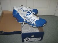 MEN'S ASICS GEL TRAINERS SIZE 9 IN BLUE/WHIE