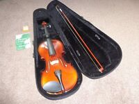 4/4 Violin with hard carrying case