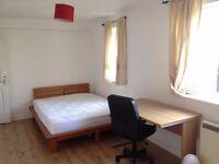 Spacious en-suite double bedroom in Beckton E6