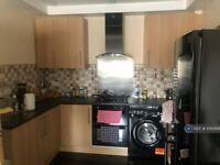 2 bedroom flat in Great Horton Road, Bradford, BD7 (2 bed) (#1095668)