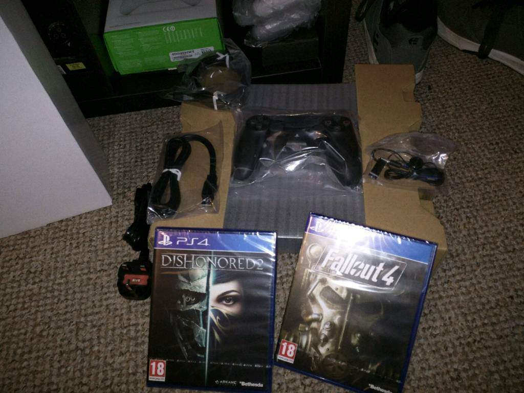 Ps4 Console + games New and Boxed