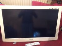 white samsung 40 inch tv hardly used complete with remote control ,etc £160.00