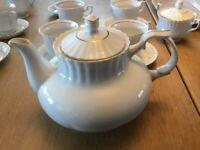 Chodzeiz fine China tea and dinner sets