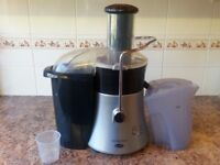 JUICER with lid,collection jug, pulp collector and instruction booklet.
