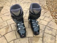 Ski Boots Ladies salomon size 5.5 , salomon boot size 24.5 in dark blue